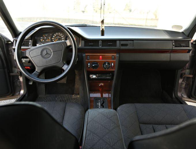 mercedes benz w124 e 200 leipzig gebrauchtwagen. Black Bedroom Furniture Sets. Home Design Ideas